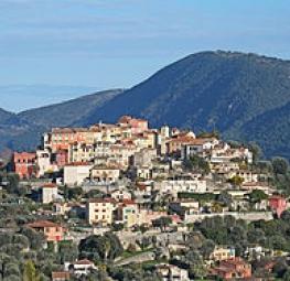 Falicon, une commune surplombant la ville de Nice